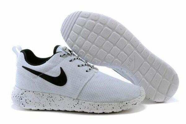 Nike Roshe Run белые с черным (35-44)